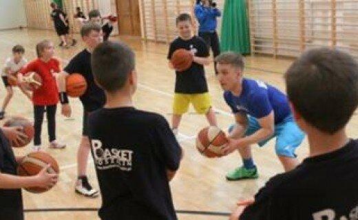 Kacpa trenował młodych koszykarzy